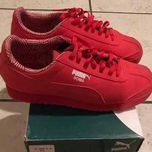 Women's Red Pumas